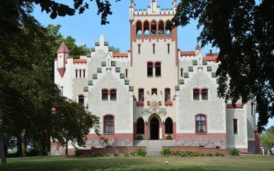Królewski ślub w plenerze i wnętrzach zamku